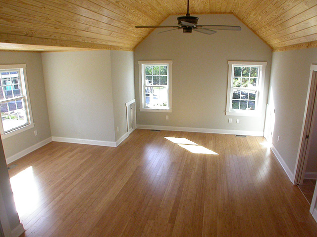 hardwood-looks-great-with-the-ceiling